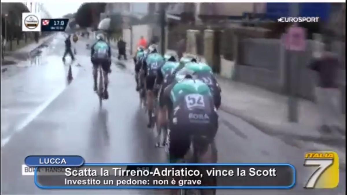 Vídeo: Tremendo accidente con un peatón imprudente en la Tirreno Adriático