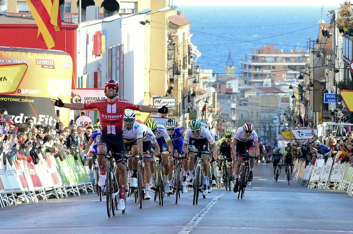 Volta 2019: Michael Matthews gana la etapa, De Gendt sigue de líder