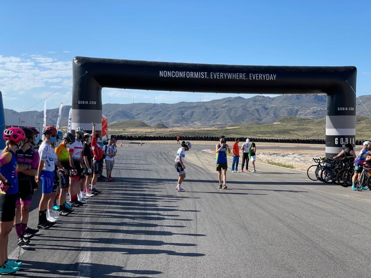 Ziortza Villa y Onieva Larsen se imponen en la Trackman Cycling tras 8 horas de competición